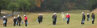 神崎高校ゴルフ部の皆さんが、コースのディボット修復に参加してくださいました。