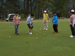 「関西ゴルフ振興ジュニアスクール」が開催されました
