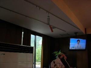 二階・食堂に明珍火箸風鈴を吊りました