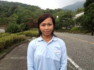 カンボジアの女子ゴルフオリンピック認定強化選手チャン・リナさんが強化練習中